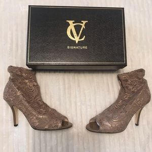 Vin e Camuto Signature lace booties